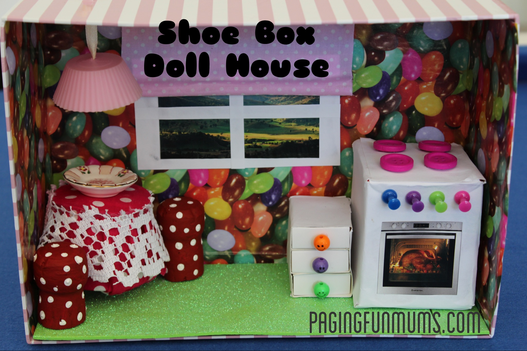 Shoe box doll house with working light for Cool things to make out of a shoe box
